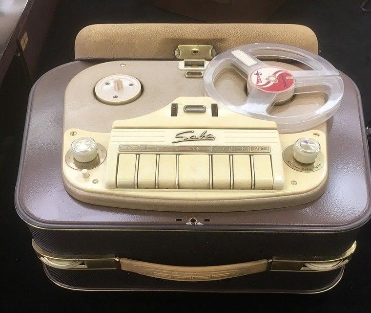 Magnetofon Saba