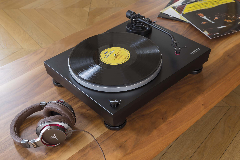 Gramofon manualny LP5 ze słuchawkami MSR7
