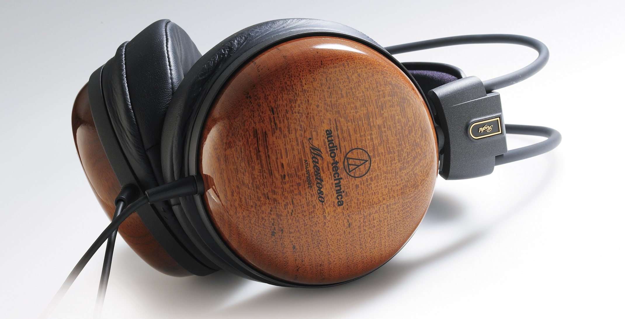 Audio-Technica ATH-W1000Z Maestoso lifestyle