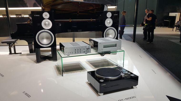 referencyjny system z serii 5000 - (od lewej) kolumny NS-5000, przedwzmacniacz C-5000, końcówka mocy M-5000 i gramofon GT-5000.referencyjny system z serii 5000 - (od lewej) kolumny NS-5000, przedwzmacniacz C-5000, końcówka mocy M-5000 i gramofon GT-5000.