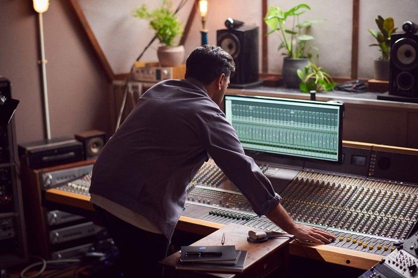 W słuchawkach PI7 znalazło się miejsce dla układu adaptacyjnej redukcji hałasu (Adaptive Noise Cancellation), który ma za zadanie automatycznie monitorować, analizować i dostosowywać się do otoczenia,