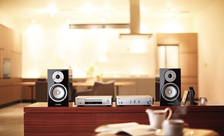 Zestaw mini Yamaha PianoCraft MCR-N670D z obsługą cyfrowego radioa DAB+ z systememe MusicCast, technologią Bluetooth i Wi-Fi