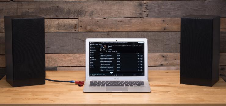 DragonFly w konfiguracji z laptopem i głóśnikami