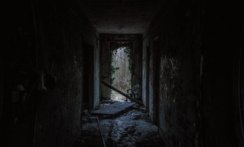 Lato z dreszczykiem – horrory z wakacjami w tle